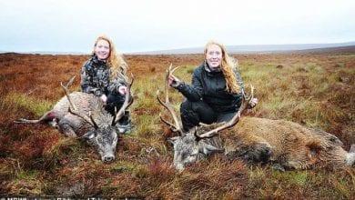 Photo of Upoznajte LOVCE sestre bliznakinje, koje DOBIJAJU PRETNJE SMRĆU, jer na instagramu objavljuju slike sa jadnim i ubijenim životinjama