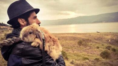 Photo of Čovek je zpasio ZEČICU OD SIGURNE SMRTI i pružio joj ŽIVOT PUN LJUBAVI (VIDEO)